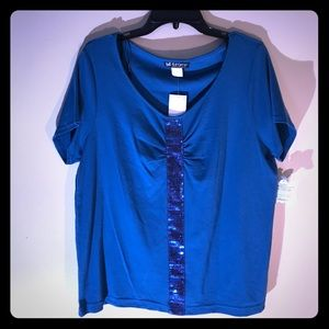 Women's 18-20 Blue top with sequins in the center